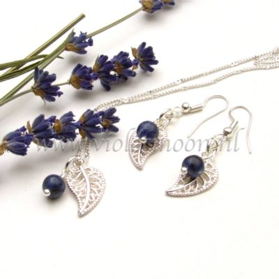 Blaadjes met edelsteen, leaves with gemstones from violetmoon.nl