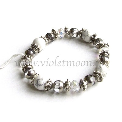 Howliet armband / Howlite Bracelet from violetmoon.nl