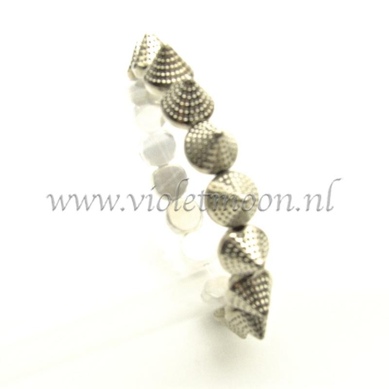 armband met acrylic cones.