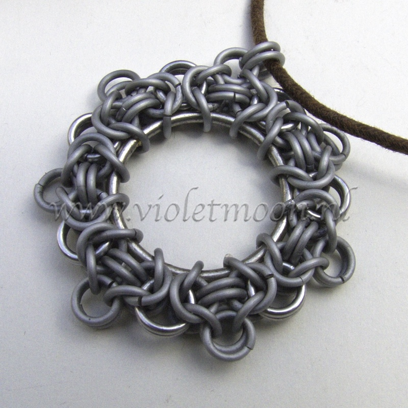 chain maille circle pendant