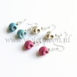 Howliet Skull oorbellen / Howlite Skull earrings from violetmoon.nl