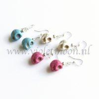 Howliet Skull oorbellen / Howlite Skull earrings from violetmoon.nl
