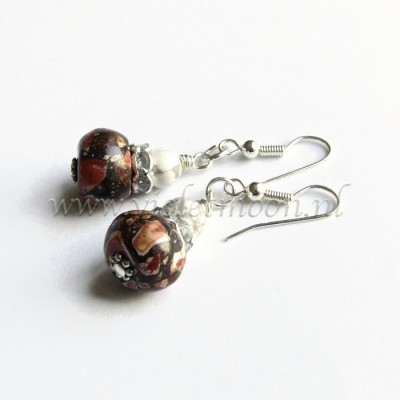 Rode howliet oorbellen / Red howlite earrings by violetmoon.nl