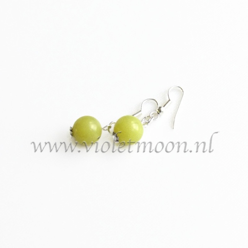 olivijn jade oorbellen / olivine jade earrings by violetmoon.nl