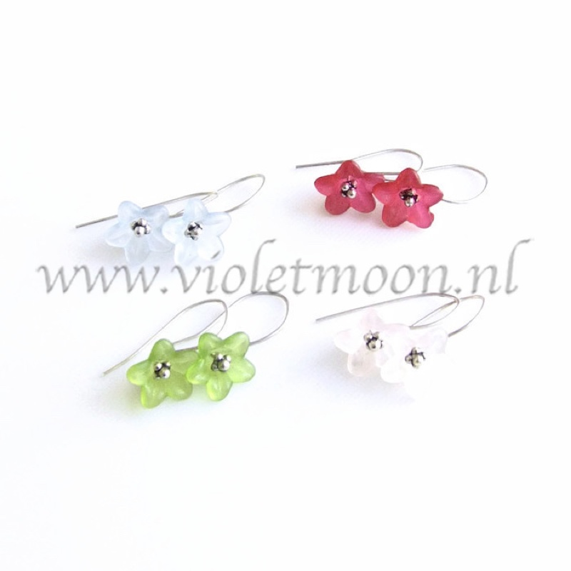 Bloemen oorbellen / Flower earrings by violetmoon.nl