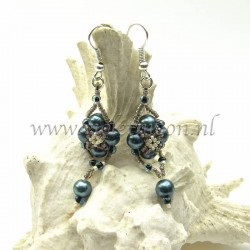 Follow me earrings tutorial sample with glass pearls