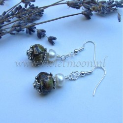 Green howlite and fresh water pearls earrings
