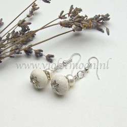 White sponch Coral and fresh water pearls earrings