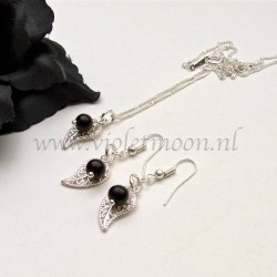 Jewelry set with silver plated filigree Leaves and Black Stone