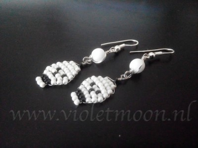 halloween jac challenge beaded skull earrings by violetmoon.nl