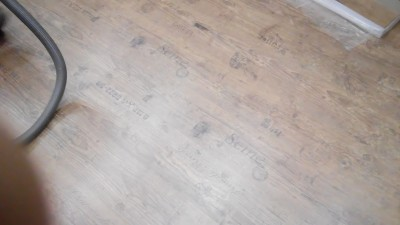 old look flooring (vino)